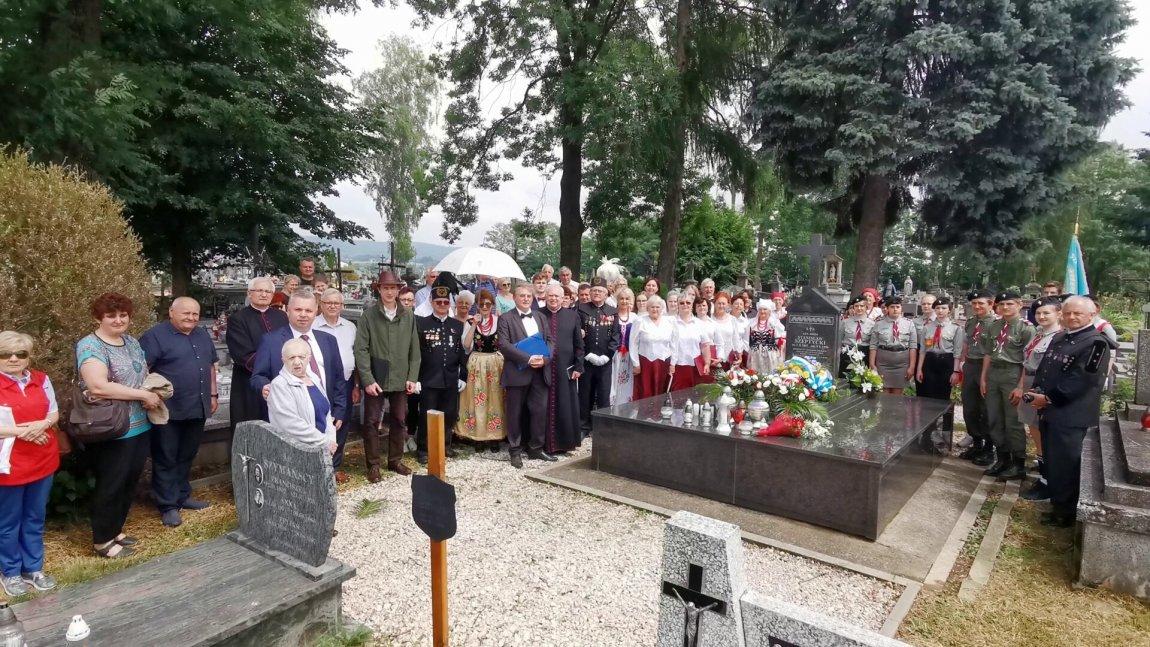 Delegacja przy grobie generała Szeptyckiego.