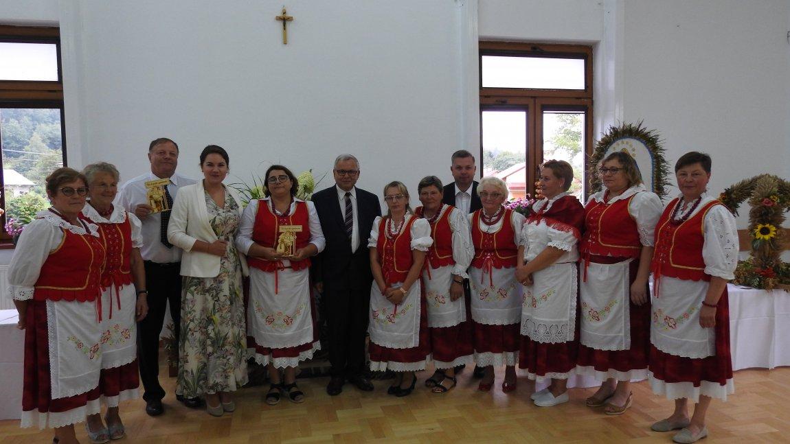 Kgw Czarnorzeki wraz z innymi organizatorami dożynek.