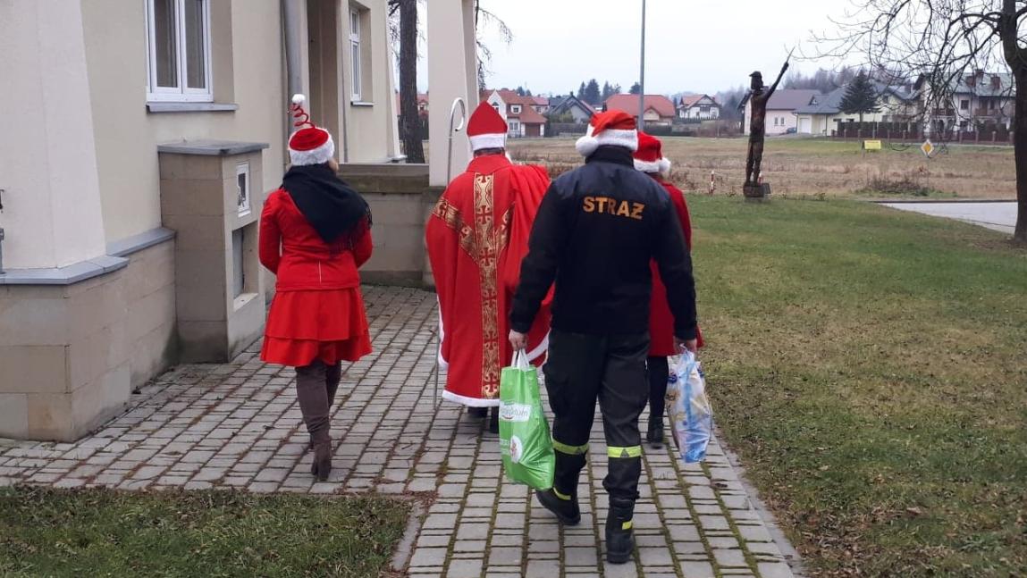 Ponad sto paczek świątecznych przygotowanych przez Gminę Korczyna trafiło do potrzebujących